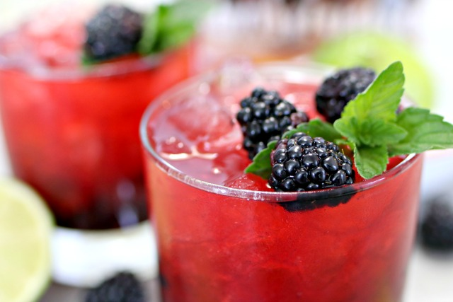 blackberry bourbon smash with fresh blackberries and mint