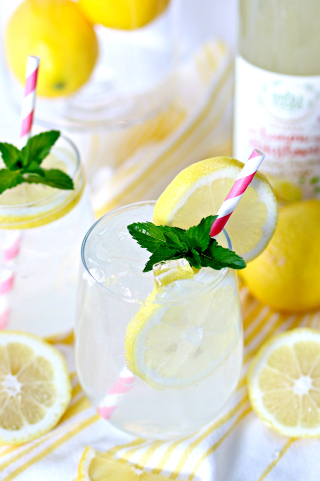 Sparkling Elderflower Lemonade Cocktail